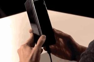 Samsung розробляє другий гнучкий смартфон, який складатиметься в квадрат