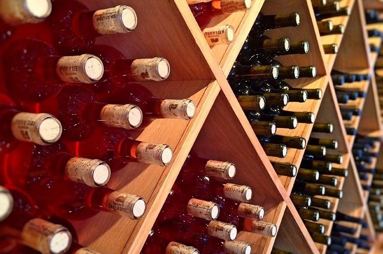 Кожен житель країн Європи в середньому випиває три пляшки вина на тиждень – ООН