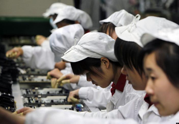 Apple и Foxconn нарушили китайское трудовое право во время сборки iPhone в КНР - Bloomberg