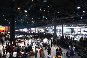 Новинки Франкфуртського автосалону: VW Golf здорової людини і «навіжений всюдихід» Land Rover Defender