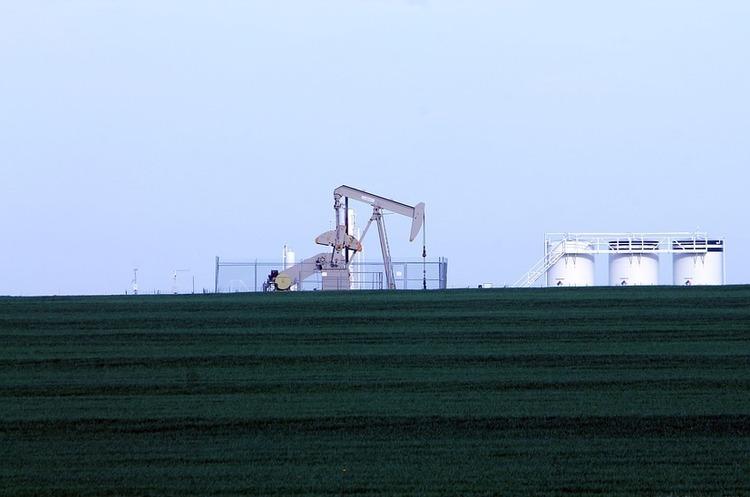 Ціни на нафту ростуть на тлі сильного падіння запасів нафти в США