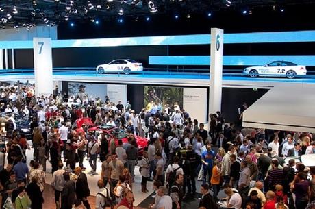 Новинки Франкфуртского автосалона: самый изящный из AMG, первый «гибрид» от Lamborghini, «хрустальный» BMW и тонкий троллинг от Nissan Juke