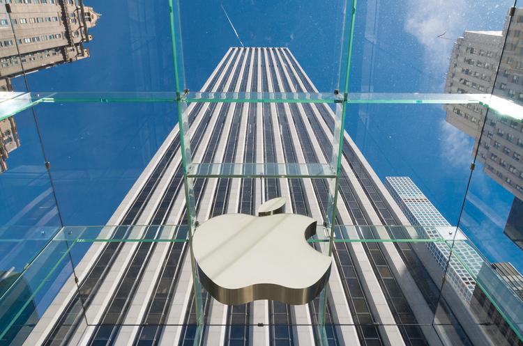 Після презентації нових «айфонів» Apple знову – компанія на трильйон