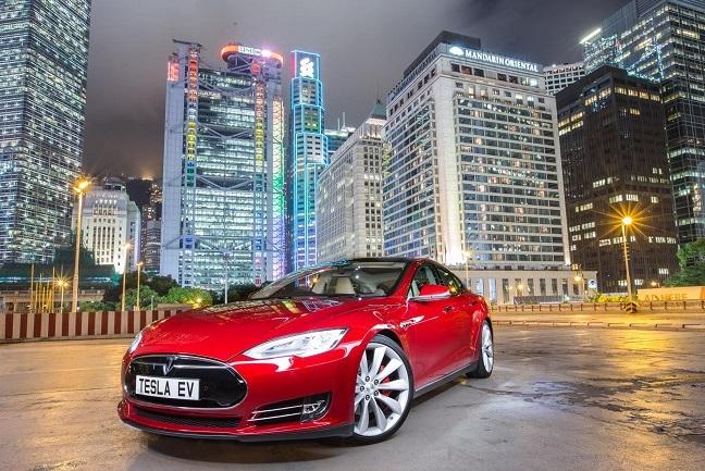 Автомобіль Tesla з трьома двигунами побив рекорд по швидкості серед седанів