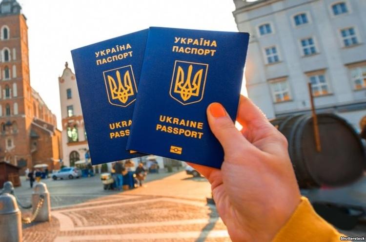 Міністр МВС Естонії пропонує відібрати в України безвізовий режим