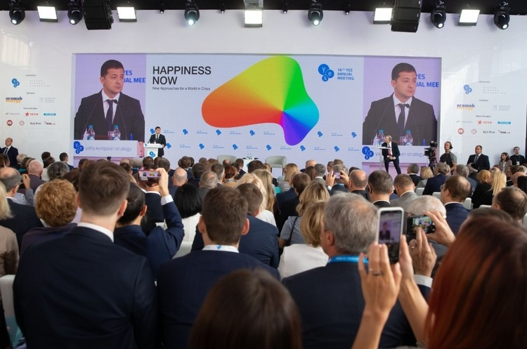 Зеленський розповів про кілька сценаріїв, як повернути Крим