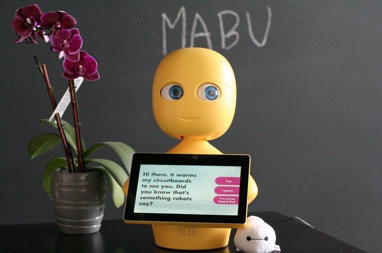 Pfizer запускает испытания домашнего робота, который контролирует прием лекарств пациентами