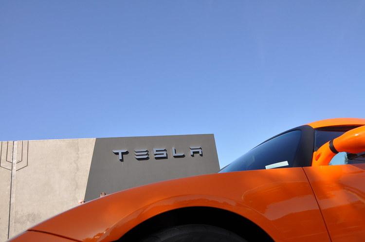 Tesla патентує батарею нового покоління – дешеву, довговічну і продуктивну