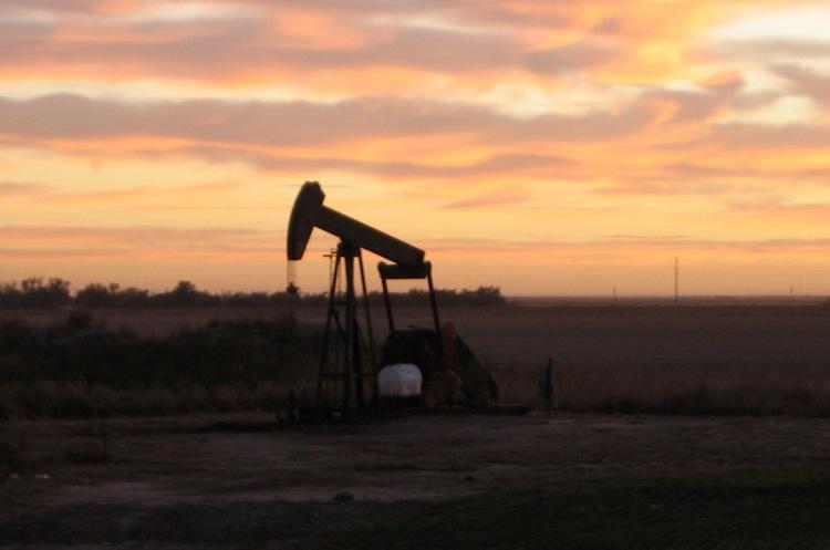 Паніка пройшла: нафта дешевшає після рекордного за десятиліття зростання напередодні