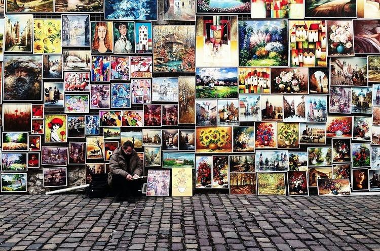 Мастерство молодых: как выгодно коллекционировать современное искусство
