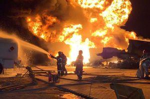У Києві горять та вибухають автоцистерни із пальним на нафтобазі