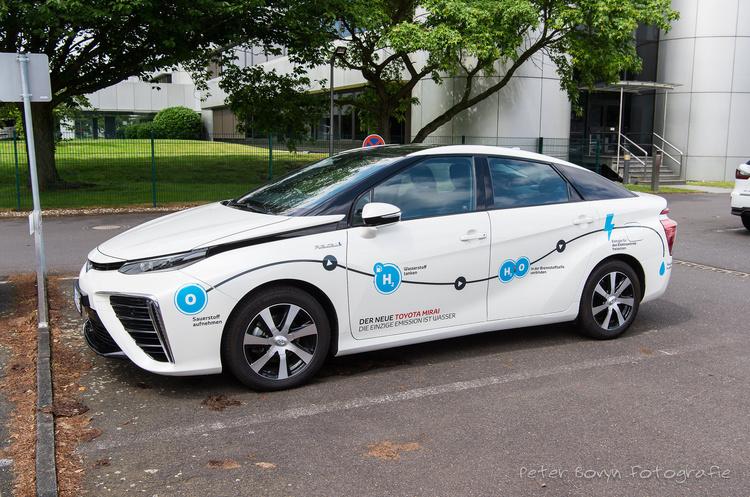 Toyota готується запустити нове покоління Mirai на паливних елементах в 2020 році