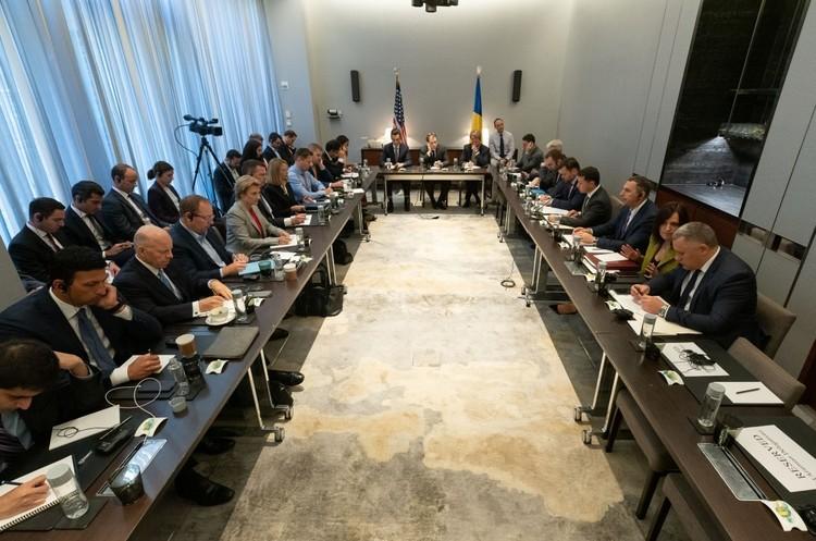 «Розроблено десятки законопроектів, які залучать в Україну іноземний капітал» - Зеленський