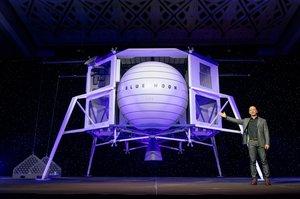 NASA уклала контракт з компанією Безоса на розробку технологій зберігання на Місяці водню та кисню