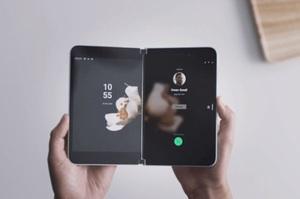 Microsoft представила смартфон з двома екранами Surface Duo