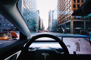 Tesla оголосила про рекордні поставки своїх електрокарів у третьому кварталі