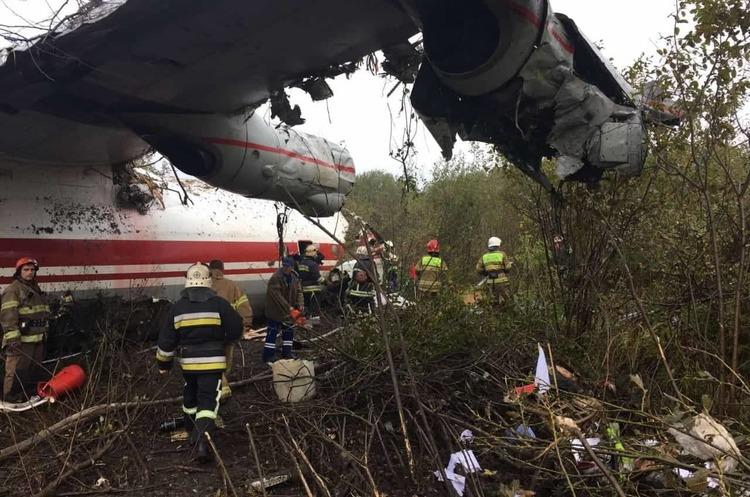 П'ятеро людей загинуло під час аварійної посадки літака під Львовом (ОНОВЛЕНО)