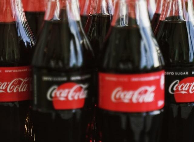 Coca-Cola представила першу в світі пляшку з океанічного пластику