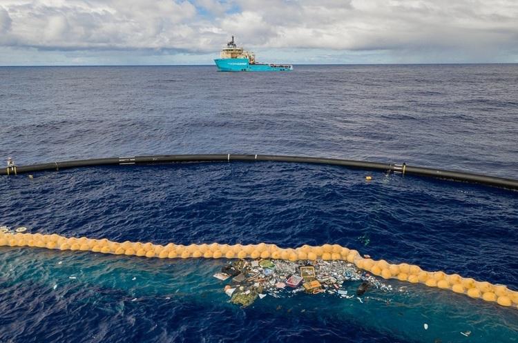 Система збору пластику з океану The Ocean Cleanup почала ефективно працювати (ВІДЕО)