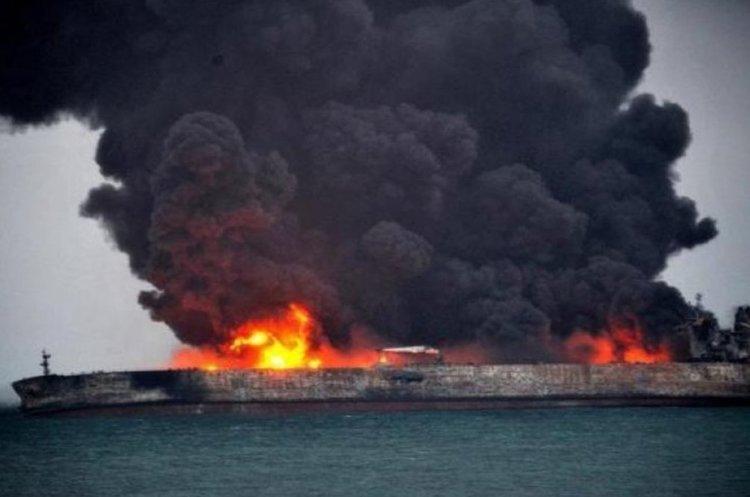 Біля узбережжя Саудівської Аравії вибухнув іранський танкер, нафта вилилась в Червоне море