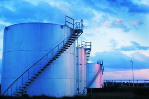 Нафта росте на тлі переговорів між США та КНР та атаки на іранський танкер