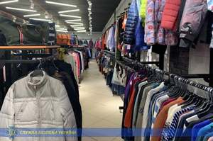 СБУ проводит 40 обысков у организаторов контрабанды брендовой одежды