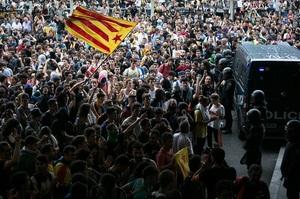 Протестувальники блокують аеропорт Барселони, скасовано 10% рейсів