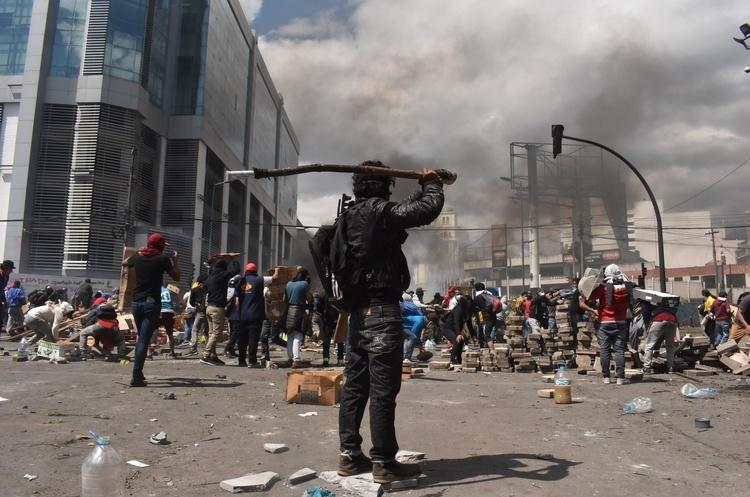 Протести допомогли: президент Еквадору відновив субсидії на пальне