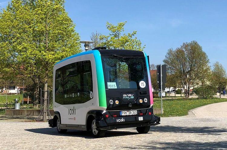 В ФРН запустили безпілотні електричні автобуси-шатли з  міста Бад-Бірнбах до залізничного вокзалу