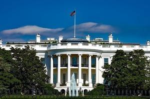 Білий дім пояснив,чому заморожував допомогу Україні