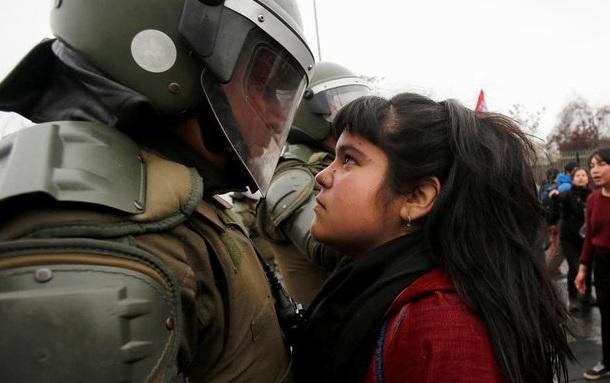 У Чилі 10 людей загинули в масових заворушеннях через підвищення цін на метро