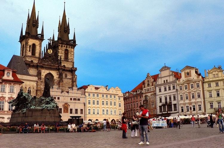 Спецслужби Чехії розкрили російську мережу шпигунів, які готували атаки