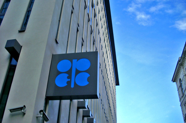 ОПЕК+ розгляне більш сильне скорочення видобутку у грудні – Reuters