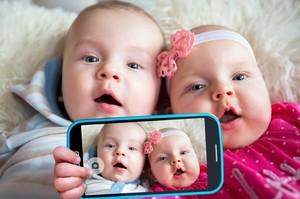 Німецькі педіатри заявили, що смартфони шкідливі для дітей до 11 років