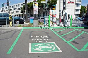 Меркель хоче, щоб у Німеччині було мільйон зарядних станцій для авто до 2030 року