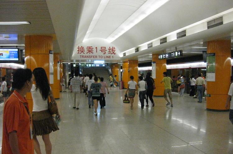 В пекинском метро хороших пассажиров будут пропускать быстрее