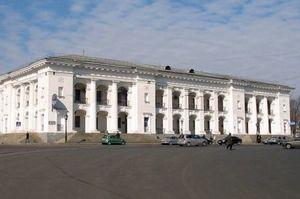 Суд зняв арешт з Гостинного двору