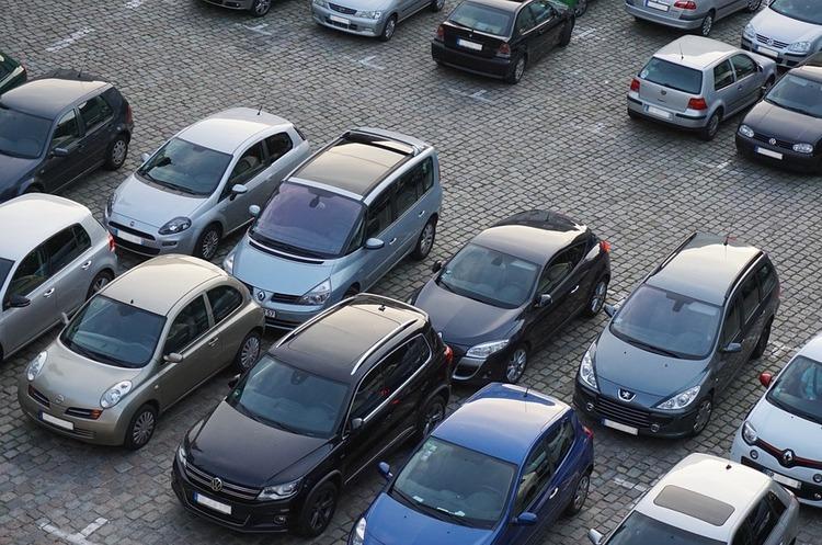 У Києві почали продавати електронні паркувальні талони