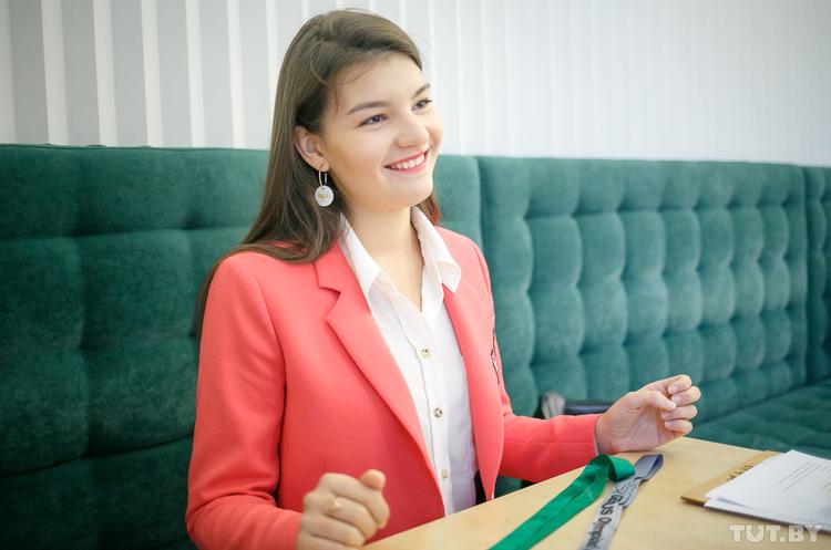 17-річна білоруська школярка винайшла матеріал, який замінить шкіру і пластик