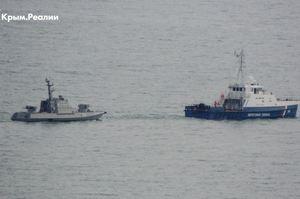 Захоплені українські катери вивели із Керчі