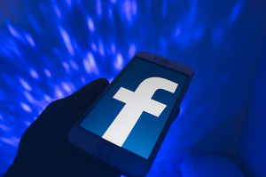 Google та Facebook повинні припинити стеження за користувачами – правозахисники