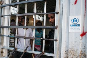 Лівійська влада за кошти ЄС саджає біженців до таборів та продає їх у рабство – The Guardian