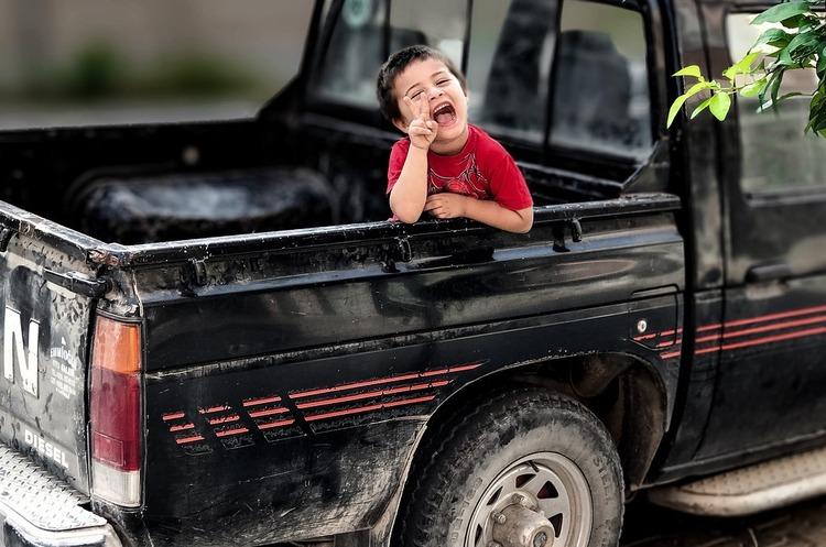 Запасні діти: нардепи оцінили безпеку перевезення дитини в 510–850 грн