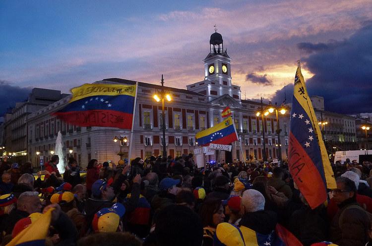 Венесуела пропонує постачальникам здійснювати оплату в юанях через санкції США – Reuters