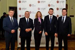 Україна отримала від Польщі додаткові 5000 дозволів на вантажні автоперевезення