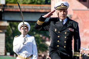 Макрон вручив командувачу ВМС України орден «За заслуги»