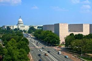 США обурені французькими митами і обіцяють 100%-ві тарифи на деякі французькі товари
