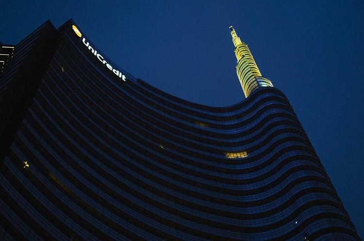 Найбільший банк Італії скоротить 8000 співробітників і закриє 500 відділень