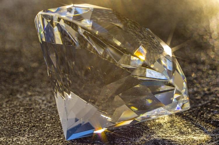 Світовий ринок алмазів може обвалитися на третину
