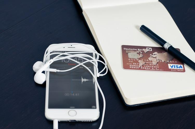 «Укргазбанк» запустив сервіс Apple Pay